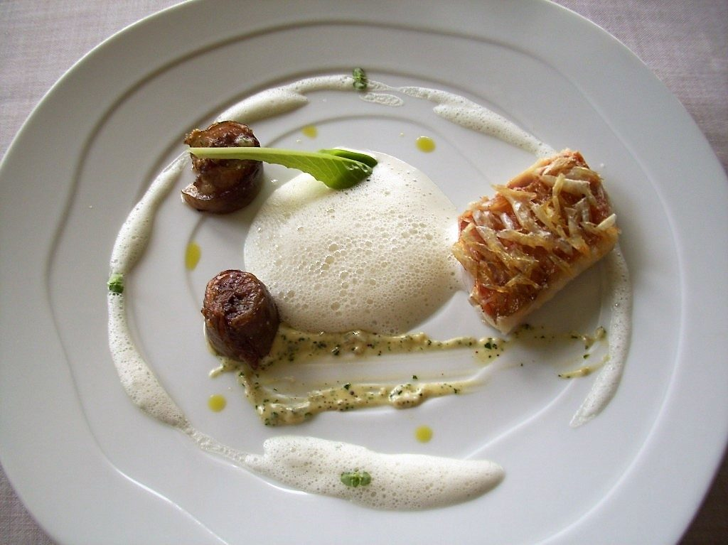 Roast Red Mullet with Crystals of Soft Scales and Juice of White Chocolate with Seaweeds at Martin Berasategui