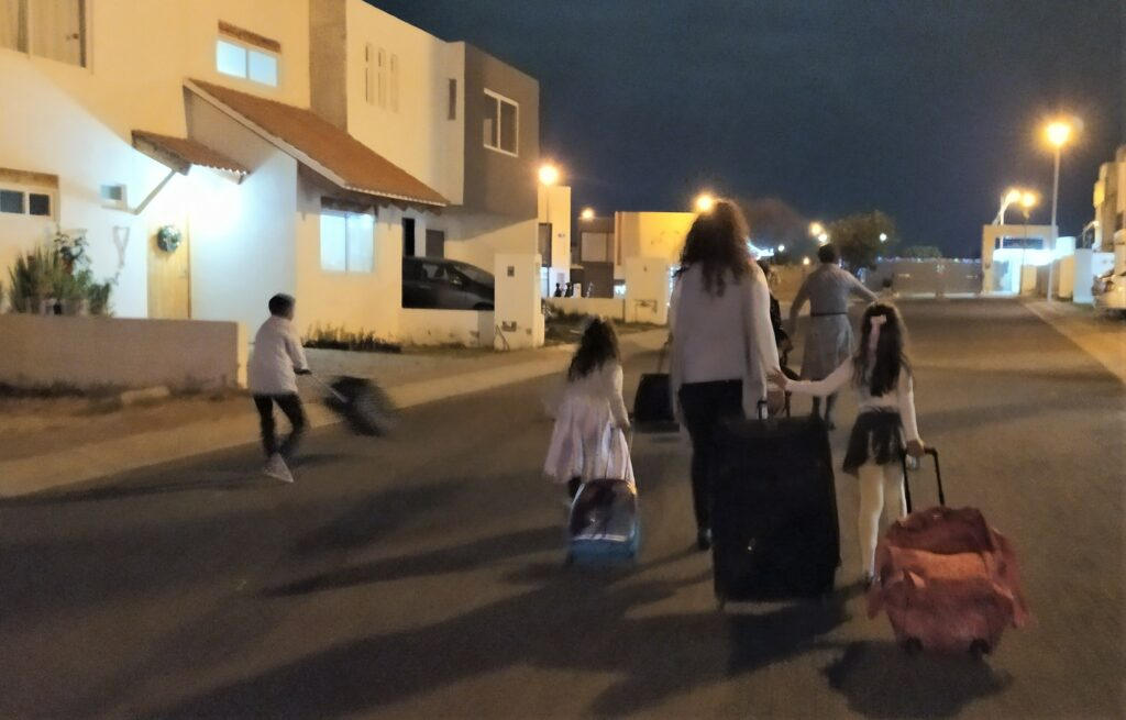 Columbian tradition of running around the neighborhood with luggage to promote trips in the new year
