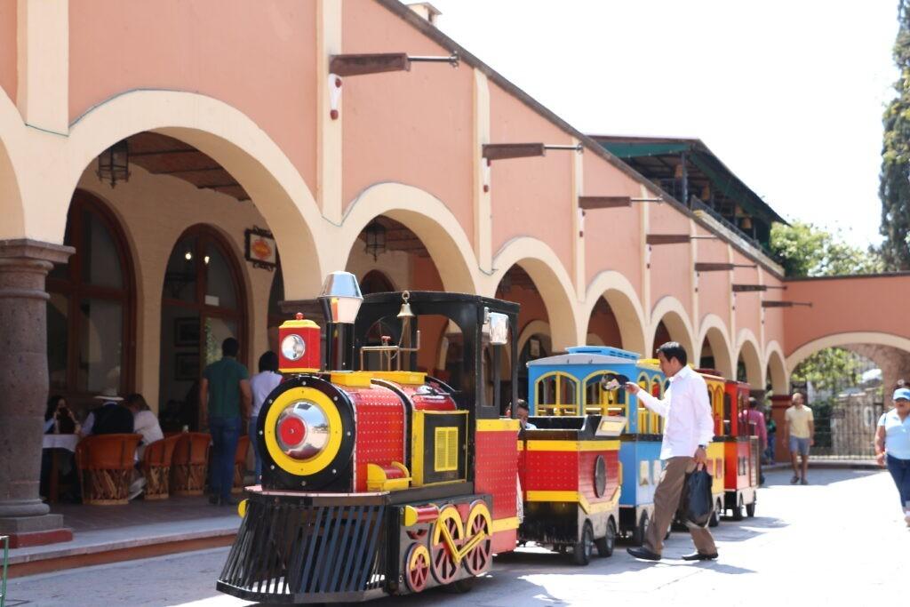 Chidren's train goes around Plaza Miguel Hidalgo, Tequisquiapan, Mexico
